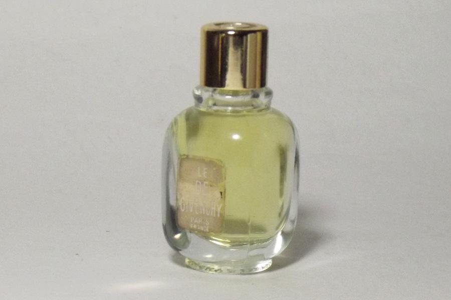 Le Dè  Flacon du parfum Factice étiquette abimée de Givenchy